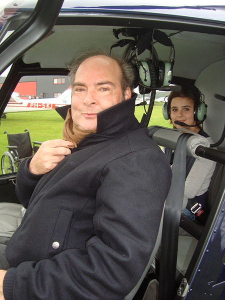 Passagiers in de helicopter.