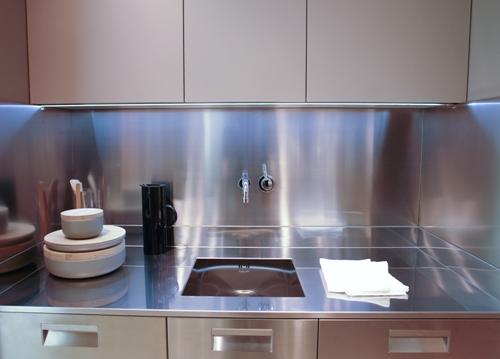 Rudy s blog over italiaanse design keukens e d roestvrijstalen keukens met voorbeeldopstellingen - Keuken minimalistisch design ...